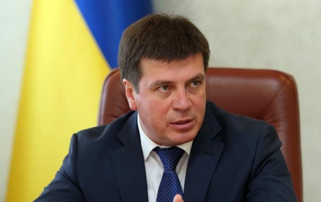 Зарплата по 16 000 гривен может удержать людей в Украине, — Зубко