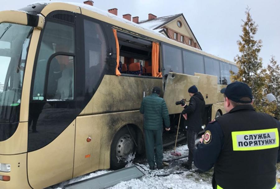 Польский автобус во Львове обстреляли из РПГ — источник