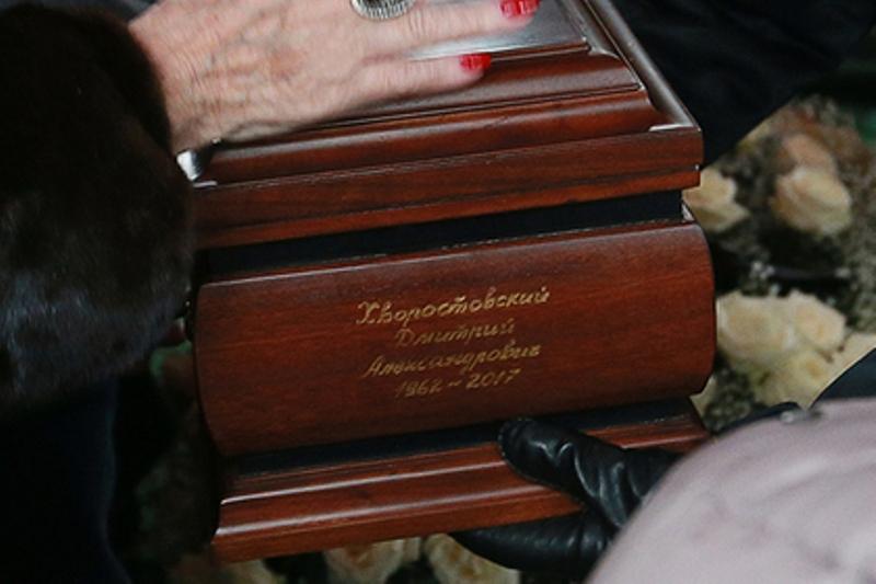 В Красноярске потеряли урну с прахом Хворостовского