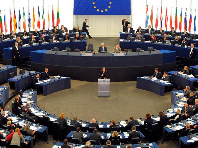 Комитет Европарламента одобрил резолюцию о санкциях для Польши