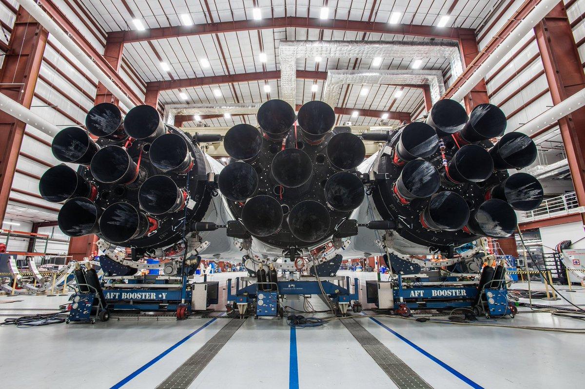 Маск анонсировал запуск самой мощной ракеты Falcon Heavy уже через неделю