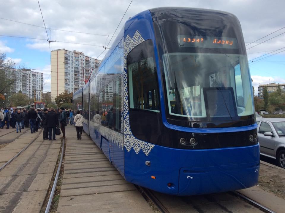 В Киев привезли 25 новых польских трамваев