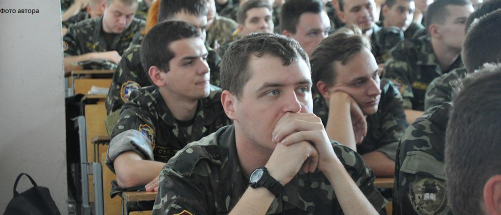 """Чому?! Спроба часткової відповіді """"знизу"""" на найбільш популярне військове запитання"""
