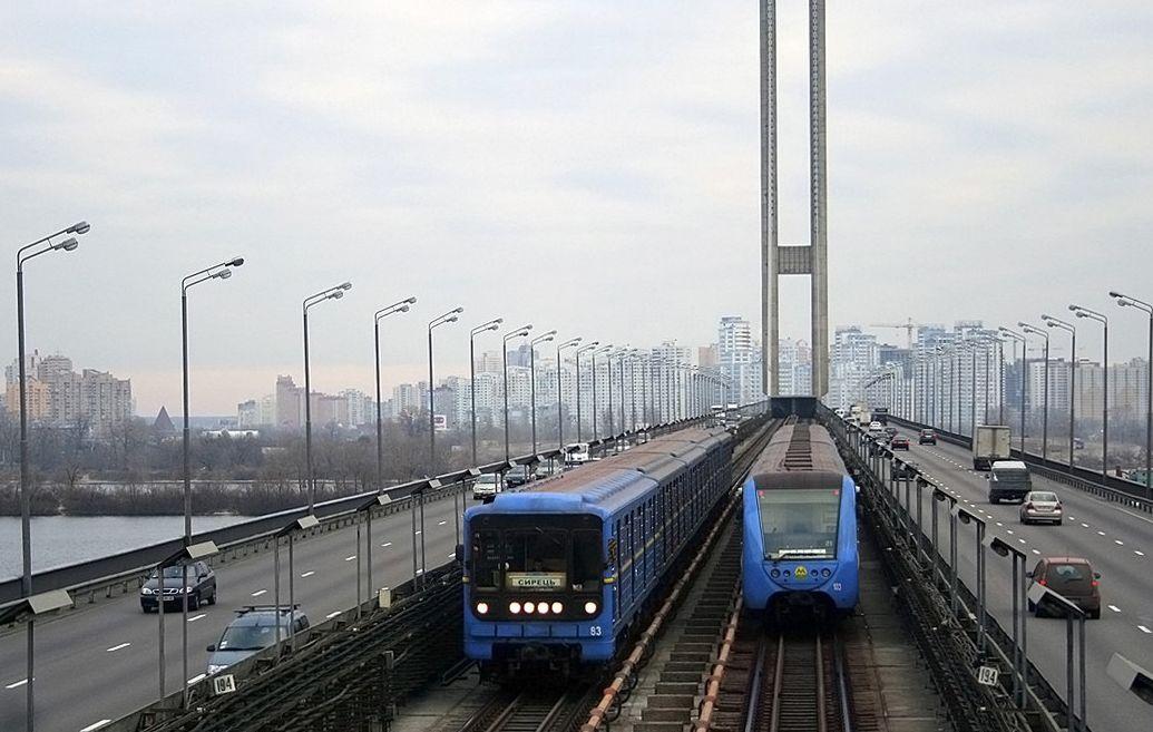 В Киеве сегодня перекроют движение на мостах через Днепр