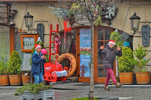 В Киеве отпраздновали Новый год: горы мусора, бутылки на клумбах