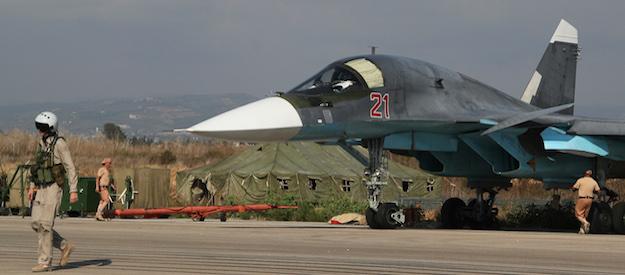 В результате обстрела российской авиабазы в Сирии есть погибшие