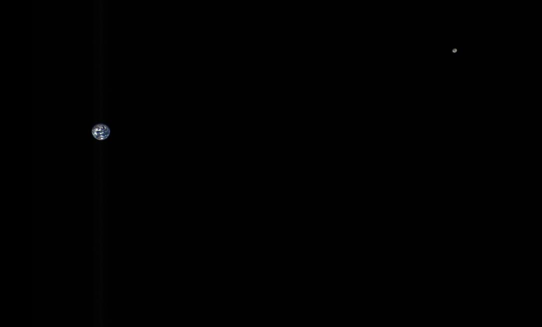 NASA показало Землю с расстояния в пять миллионов километров