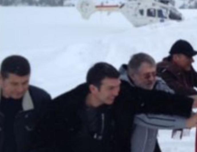 Онищенко помогал Коломойскому выталкивать авто из сугроба в Куршевеле: Фото