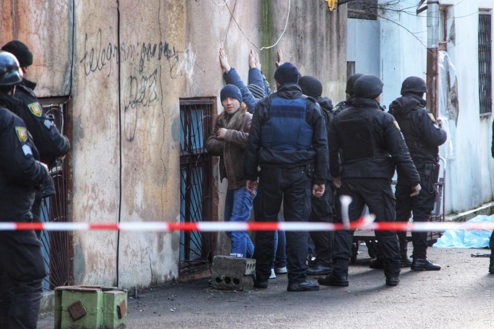 Раненый в Одессе полицейский умер в больнице