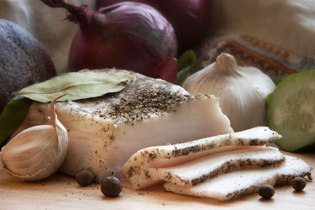 Эксперт рассказал, как в Украине дорожает мясо и сало