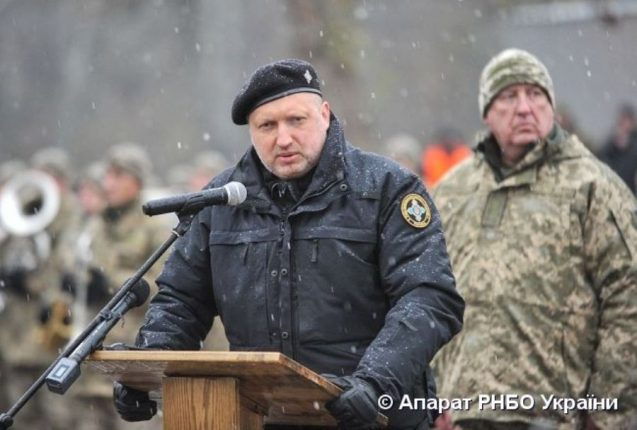 Турчинов рассказал, как проходило голосование за ввод в Украине военного положения в 2014 году