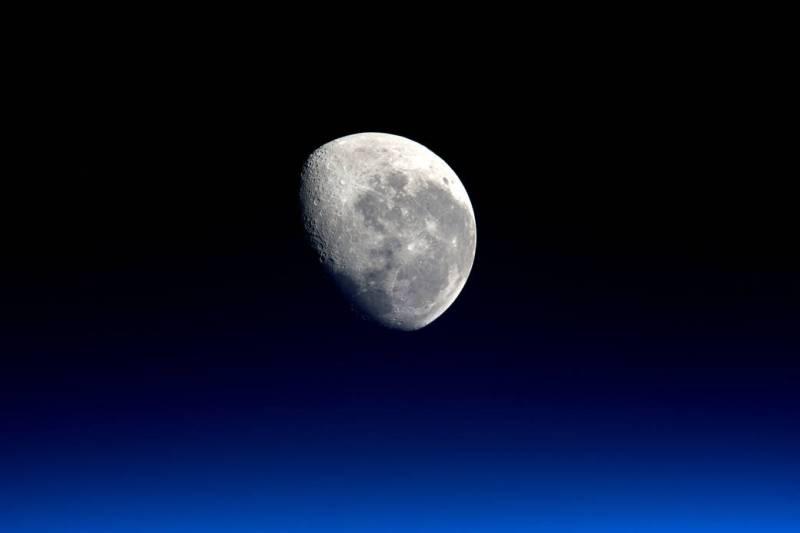 На Луне достаточно запасов воды для ее колонизации, — ученые