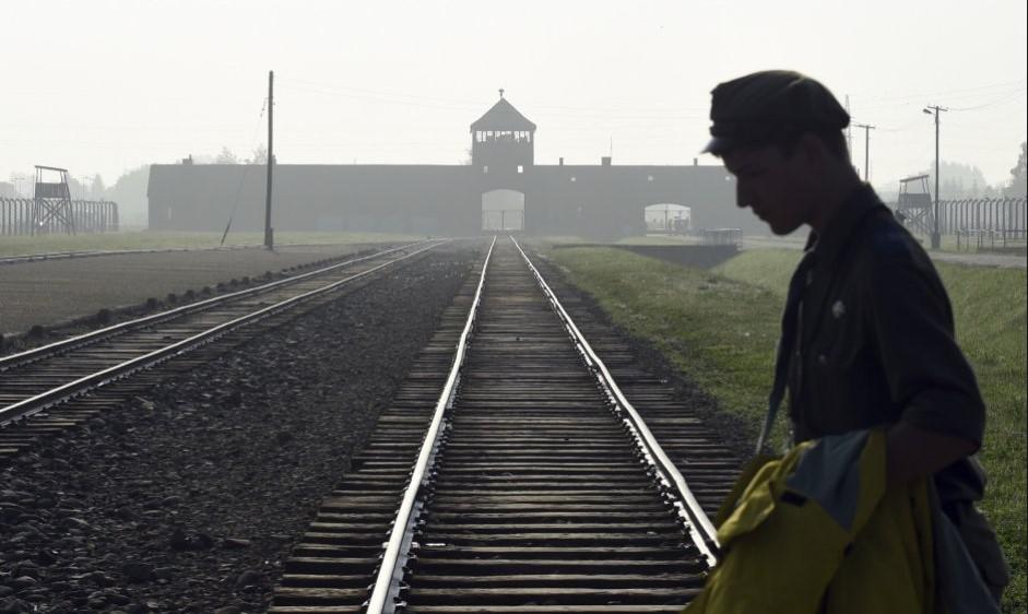 Израиль заставил Польшу приостановить введение в действие «закона о Холокосте»