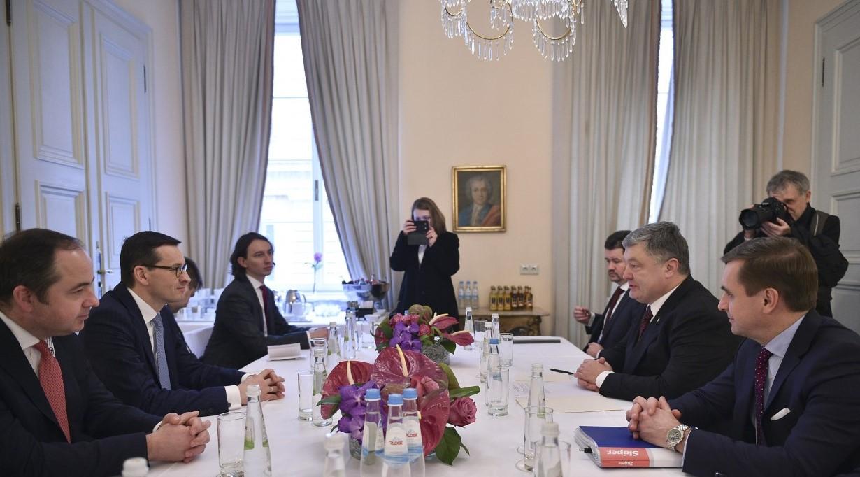 Порошенко раскритиковал премьера Польши за Богдана Хмельницкого
