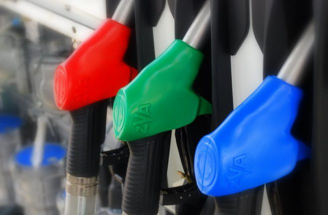 Украинские АЗС массово снижают цены на бензин и газ