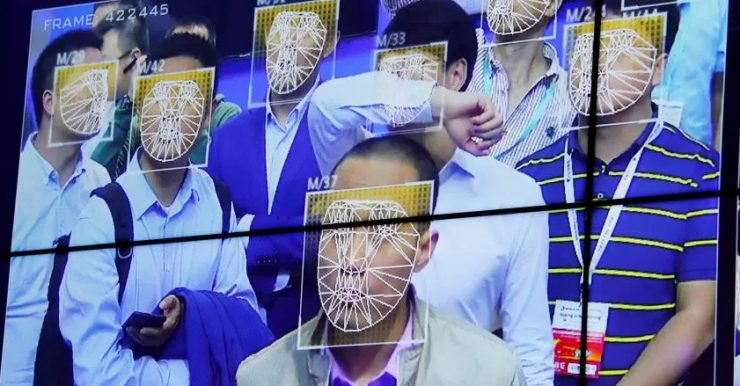Полицейские в Китае начали ловить преступников с помощью умных очков