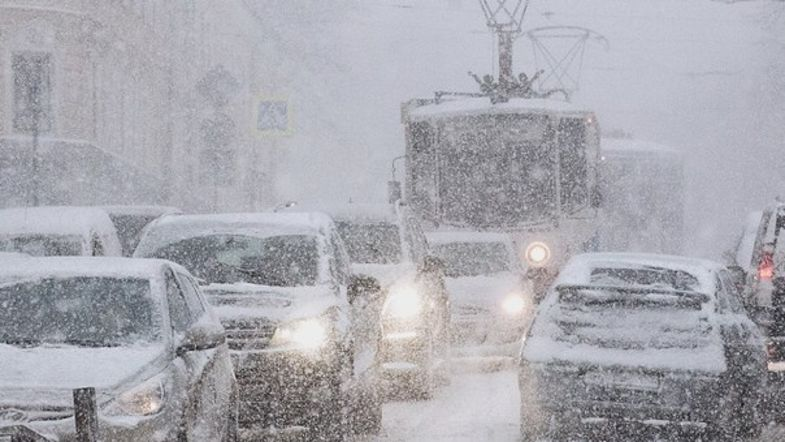 С понедельника в Украину приходит резкое похолодание, гололед и снегопады