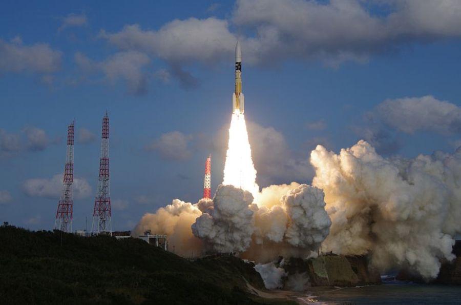 Япония успешно запустила ракету со спутником для слежения за КНДР