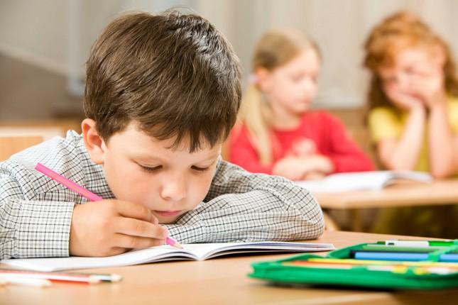 Принимать в первый класс маленьких украинцев будут по новым правилам