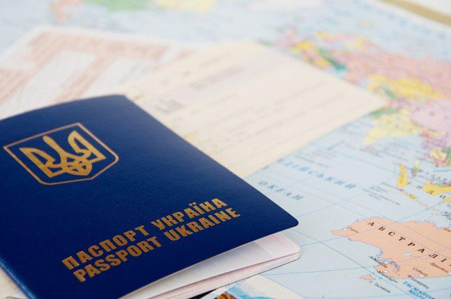 В Украине вступают в силу новые правила выезда детей за границу