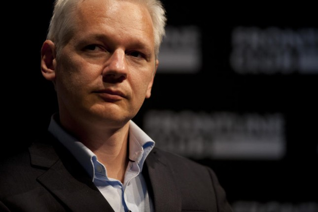 Ассанжа отключили от интернета из-за твитов о России и Скрипале