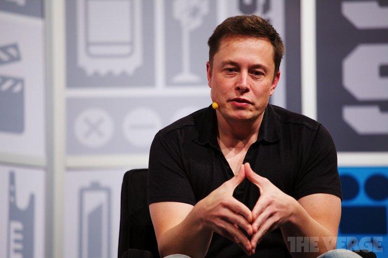 Маск удалил страницы Tesla и SpaceX с Facebook