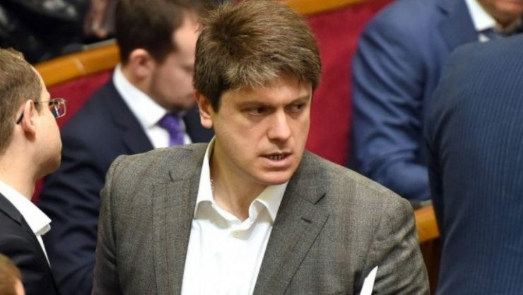 В Раде запретили пускать в здание парламента людей с оружием