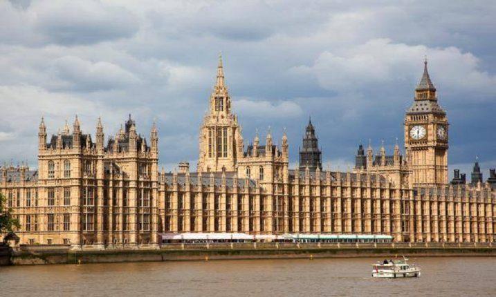 В британском парламенте найдено подозрительное вещество, двое госпитализированных