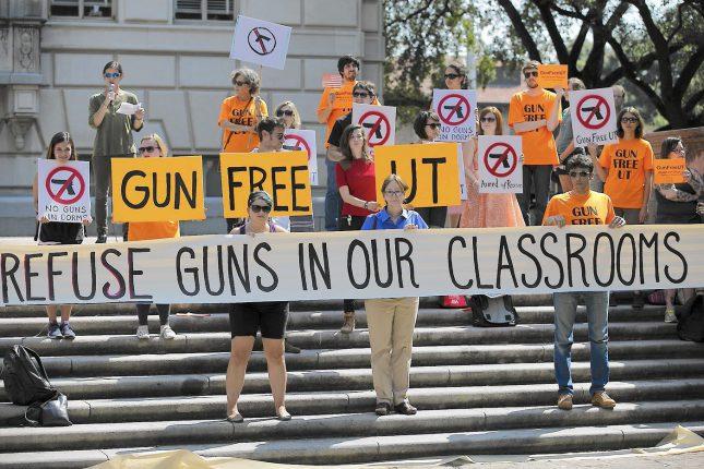 В США ученики вышли на акции протеста против оружия
