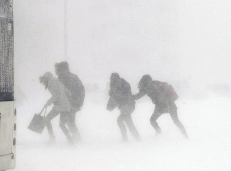 В Украине объявлен красный уровень угрозы из-за двух снежных циклонов