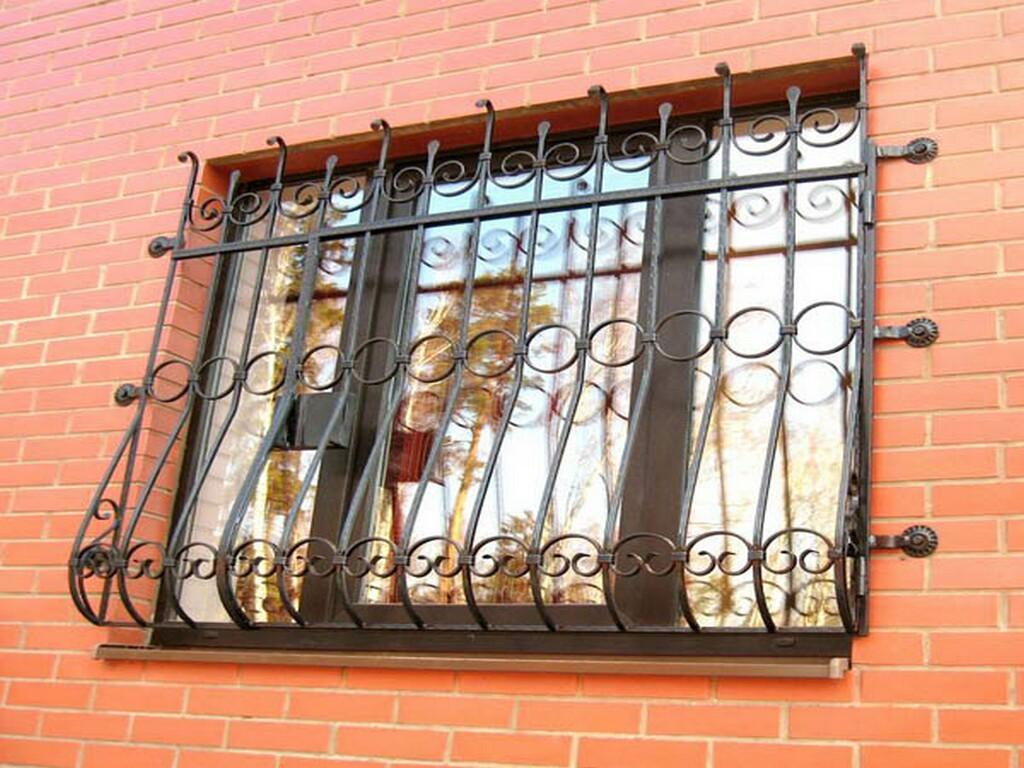 Кованые оконные решетки — защита и украшение окон