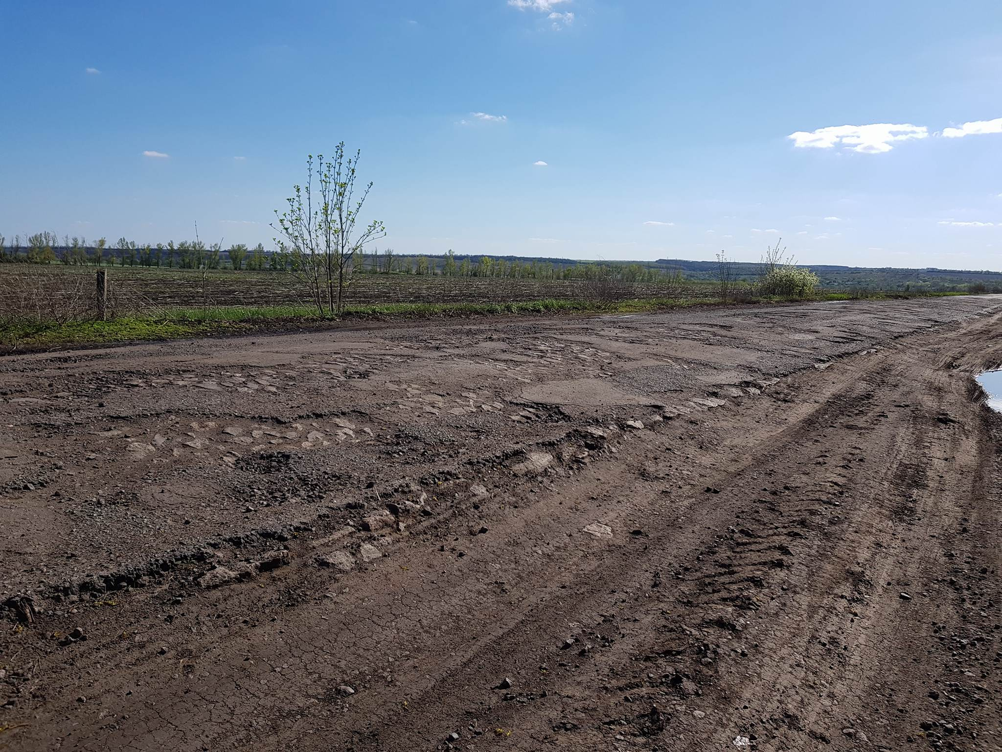 Как выглядят дороги в глубинке Украины