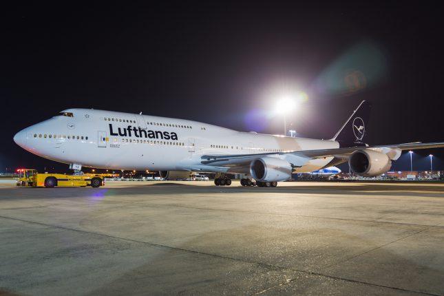 Авиакомпания Lufthansa отменила 800 рейсов из-за забастовок в Германии