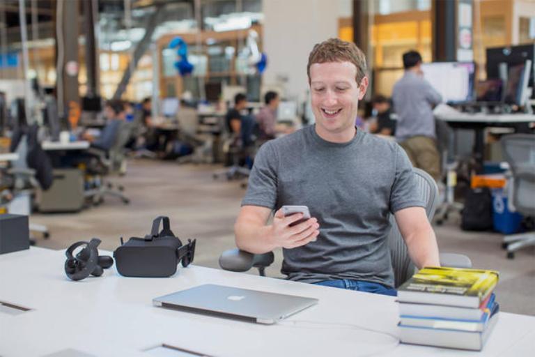 Цукреберг признал, что Facebook сохраняет историю браузера пользователя