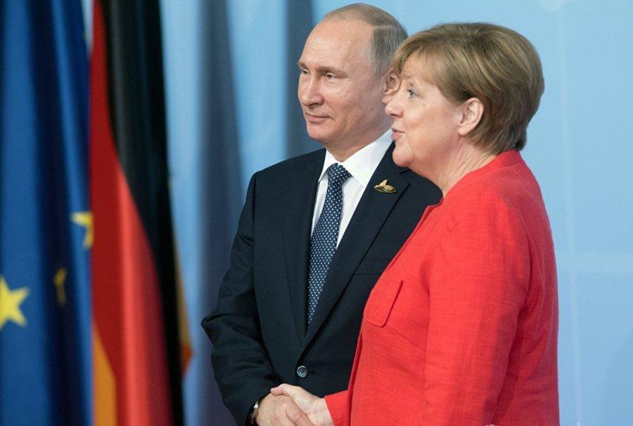 Меркель планирует встречу с Путиным — Bloomberg