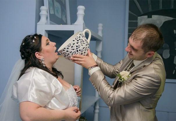 Сеть смеется на нелепыми фото со свадеб в России