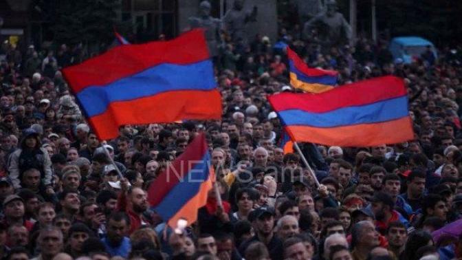 В армянском Гюмри стартовал многотысячный митинг оппозиции