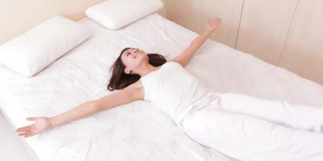 Ученые определили лучшую позу для сна