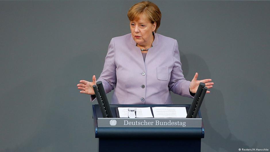 Меркель предлагает создать кибервойска в ответ на военную доктрину РФ