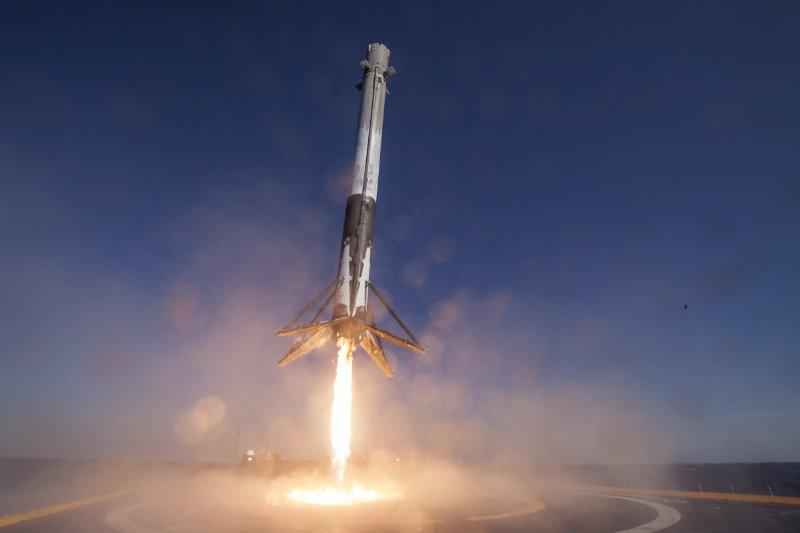 Falcon 9 соспутником «остановили» заминуту достарта