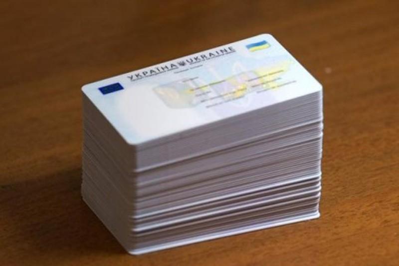 Выпускникам школ будут первым оформлять ID-карточки