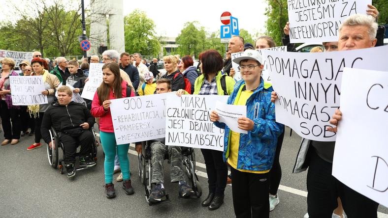 Как экономика внимания маргинализирует протесты инвалидов в Польше