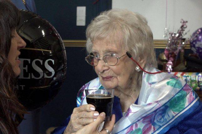 Жительница Англии удивила рассказом о том, как ей удалось дожить до 100 лет