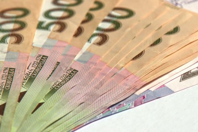 Стало известно, кто в Украине получает самые высокие зарплаты