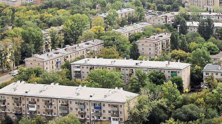Миллионы украинцев останутся без квартир: «хрущевки» рушатся, а панельки снесут