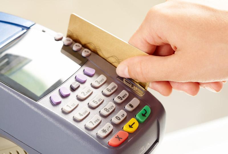 Украинцев ждет будущее без налички и банковских карт