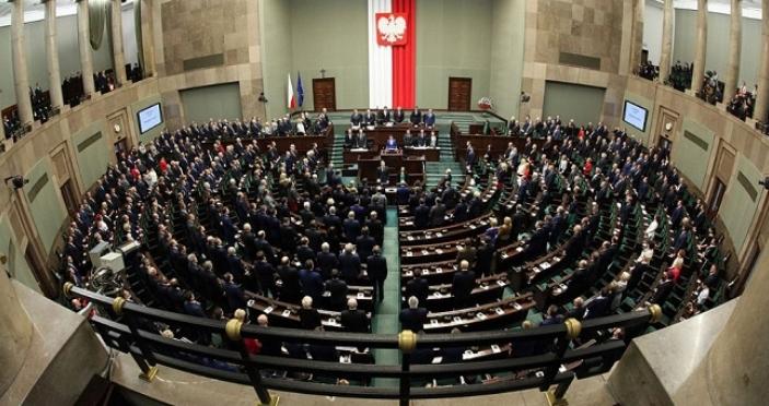 Депутаты в Польше урезали себе зарплаты на 20%
