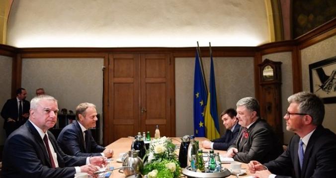 Порошенко и Туск договорились о проведении саммита Украина-ЕС летом в Брюсселе