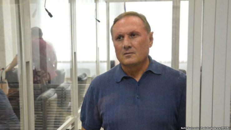 Суд продлил арест Александру Ефремову