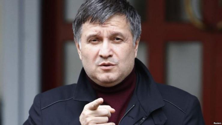 Аваков пообіцяв душити і стріляти усіх, хто «полізе» в Україну
